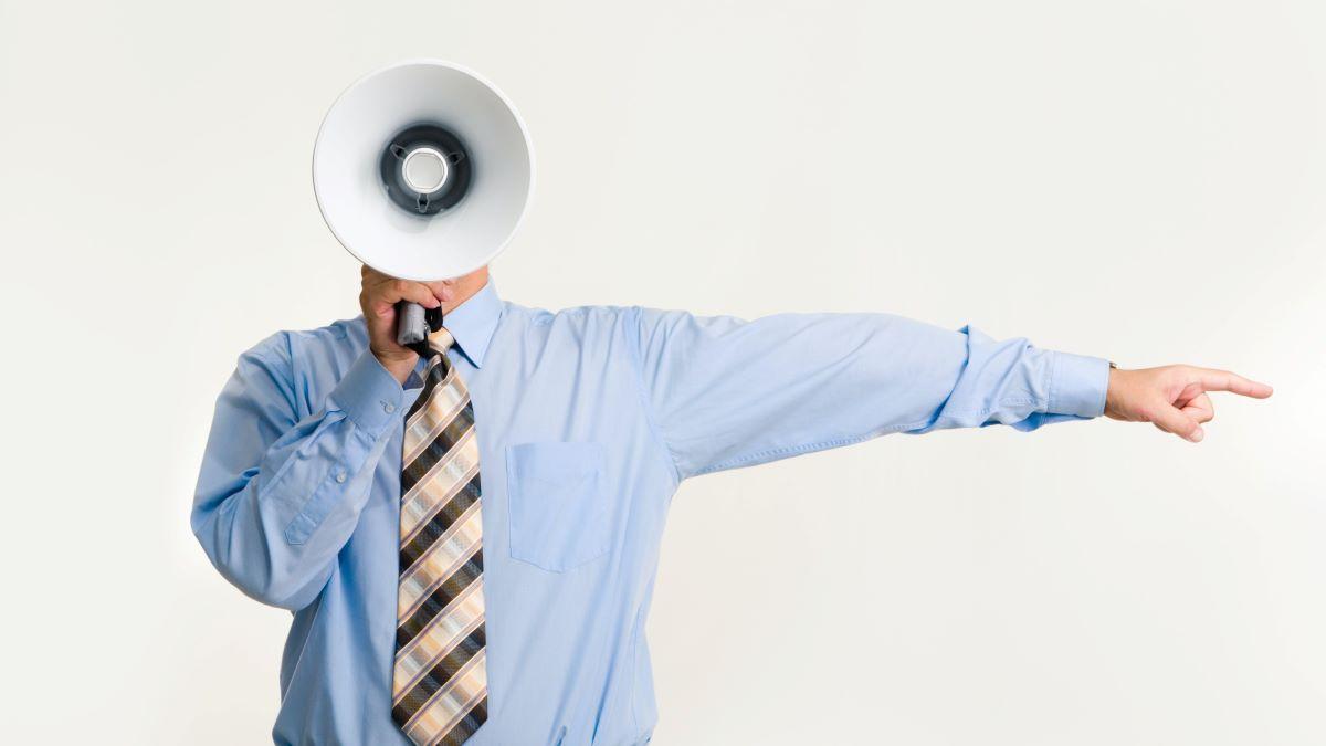 Mann mit Megaphon verbale Kommunikation
