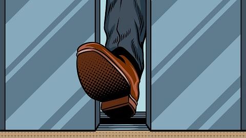 Fuß in der Tür