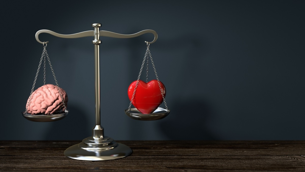 3d Waage im Gleichgewicht links ein Gehirn rechts ein Herz - Symbolik für Liebe und Sex im Gleichgewicht